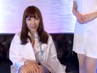ギャル系の女医お姉さんが色白素肌をさらけ出し患者を手コキやフェラで攻め上げる!!!