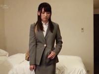 巨乳OLお姉さんが出張先のホテルで取引先の男から性接待を持ち掛けられる…ww
